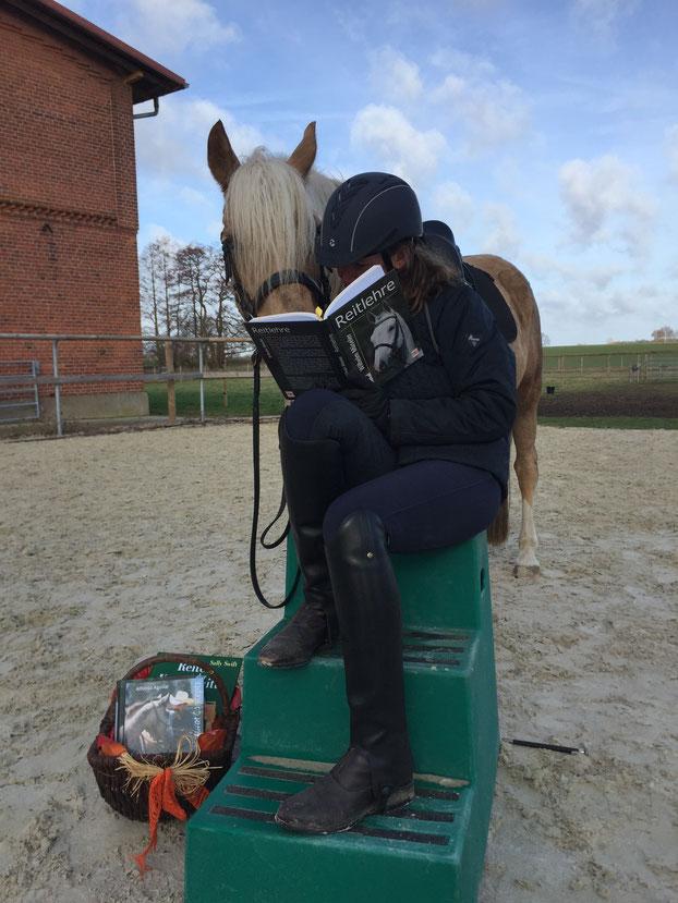 Lektüre kann Reitern oft beim Lösen von Problemen helfen.